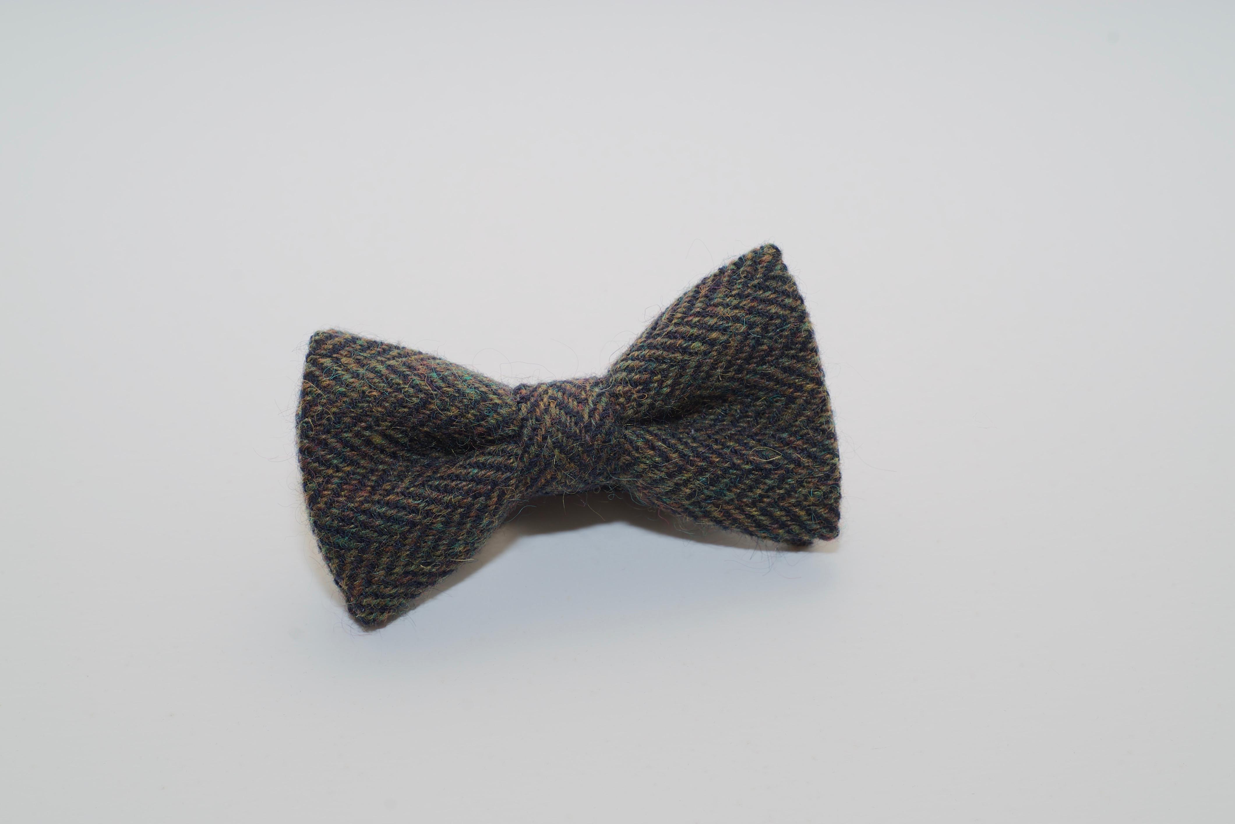 Donegal Tweed Bow Green Black Herringbone
